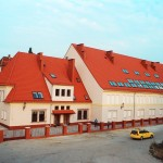 ul. Koszarowa - Jeden z budynków Ossolineum