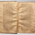 Karty rękopisu przed konserwacją. Widoczne deformacje i zabrudzenia klejem