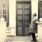 Przed pałacem w Beńkowej Wiszni