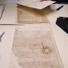 Dokumenty z autografami królewskimi. Uszkodzenia papieru i pieczęci
