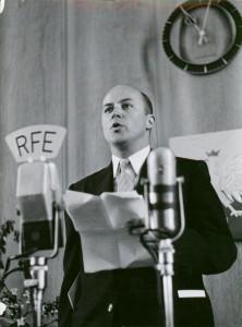 Jan Nowak-Jeziorański w siedzibie Radia Wolna Europa, Monachium 3 V 1952.