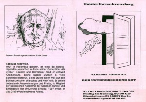 Informator sztuki pt. Der Unterbrochene Akt (Akt przerywany) T. Różewicza, w reżyserii Rudi Müllera, Theater Forum Kreuzburg, 1997 r. [od lewej: strona 4 z grafiką Güntera Grassa przedstawiającą Tadeusza Różewicza i 1]