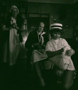Akt przerywany, reżyseria Bohdan Cybulski, Teatr Nowy w Warszawie, aut. fot. Wojciech Plewiński. Na zdjęciu: (od lewej) Anna Ciepielewska, Arkadiusz Bazak, Ewa Kania, 1984 r.