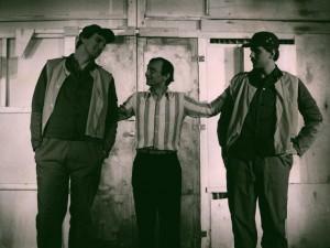 Akt przerywany, reżyseria Bohdan Cybulski, Teatr Nowy w Warszawie, aut. fot. Wojciech Plewiński. Na zdjęciu: (od lewej) Paweł Łęski, Jerzy Bończak, Grzegorz Gierak, 1984 r.