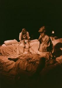 Białe małżeństwo, reżyseria Jan Maciejowski, Teatr im. W. Horzycy w Toruniu, aut. fot. Stanisław Wojciech Reszkiewicz. Na zdjęciu: (od lewej) Małgorzata Chojnowska, Maria Kierzkowska, 1991 r.