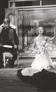 Białe małżeństwo, reżyseria Kazimierz Braun, Teatr Współczesny we Wrocławiu, aut. fot. Tadeusz Drankowski. Na zdjęciu: (od lewej) Zbigniew Górski, Halina Rasiakówna, 1975 r.