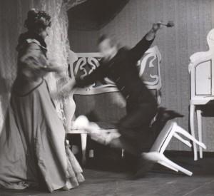 Białe małżeństwo, reżyseria Kazimierz Braun, Teatr Współczesny we Wrocławiu, aut. fot. Tadeusz Drankowski. Na zdjęciu: (od lewej) Maria Zbyszewska, Zbigniew Górski, 1975 r.
