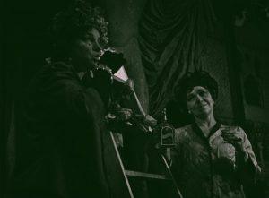 Grupa Laokoona, reżyseria Wanda Laskowska,Państwowy Teatr Dramatyczny we Wrocławiu (Scena Kameralna), aut. fot.: Zdzisław Holuka. Na zdjęciu: (od lewej) Halina Romanowska i Halina Buyno, 1963 r.