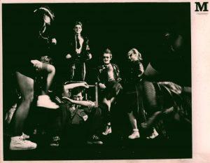 Kartoteka, reżyseria Krystyna Meissner, Teatr im. W. Horzycy w Toruniu. Na zdjęciu: scena zbiorowa, 1983 r.