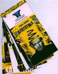 Program (w formie wachlarza) Tarnowskiego Teatru im. L. Solskiego, wydany z okazji premiery dramatu Tadeusza Różewicza pt. Kartoteka (reżyseria Tomasz Piasecki), 2008 r.