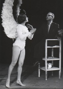 Śmieszny staruszek, Teatr Polski we Wrocławiu, aut. fot.: Henryk Derczyński. Na fot. po prawej: Wojciech Siemion (staruszek), 1968 r.