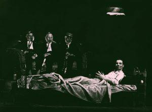 Die Kartothek (Kartoteka), reżyseria Joachima Fontheima, Bühnen der Stadt Essen Dramaturgie. Na zdjęciu: scena zbiorowa, 1962 r.