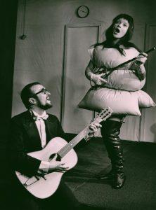 Akt przerywany, reżyseria Helmut Kajzar, Teatr Satyryków STS, aut. fot. Franciszek Myszkowski. Na zdjęciu: (od lewej) Jan Stanisławski i Barbara Majewska, [1970] r.