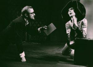Akt przerywany, reżyseria Helmut Kajzar, Teatr Satyryków STS, aut. fot. Franciszek Myszkowski. Na zdjęciu: (od lewej) Jan Stanisławski i Anna Borowiec, [1970] r.