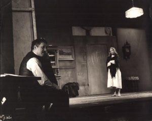 Der Unterbrochene Akt (Akt przerywany), reżyseria Gerhard Winter, [Staatstheater Kassel], aut. fot. Sepp Bär. Na zdjęciu: (od lewej) Gerhard Winter i Barbara Wetzel, [1967] r.