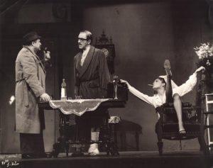 Der Unterbrochene Akt (Akt przerywany), reżyseria Gerhard Winter, [Staatstheater Kassel], aut. fot. Sepp Bär. Na zdjęciu: (od lewej) Hans Geiler, Gerhard Hüll i Wiebke Paritz, [1967] r.