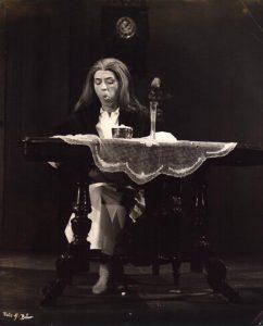 Der Unterbrochene Akt (Akt przerywany), reżyseria Gerhard Winter, [Staatstheater Kassel], aut. fot. Sepp Bär. Na zdjęciu: Barbara Wetzel, [1967] r.