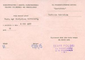 Zaproszenie, wystawione dla Wandy Sokołowskiej, na spektakl pt. Kartoteka Tadeusza Różewicza, w reżyserii Tadeusza Minca, wystawianego na deskach Teatru Polskiego – Scena Kameralna, Wrocław 1977 r. (awers)