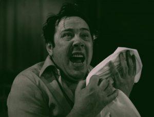Kartoteka, reżyseria Tadeusz Minc, Teatr Polski we Wrocławiu (Scena Kameralna), aut. fot.: Stefan Arczyński. Na zdjęciu: Zdzisław Kozień, 1977 r.