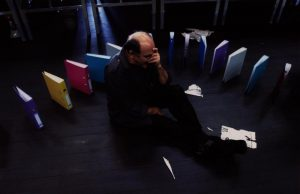 Kartoteka, reżyseria Michał Zadara, Wrocławski Teatr Współczesny. Na zdjęciu: Jan Peszek, 2006 r.