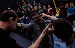Kartoteka, reżyseria Michał Zadara, Wrocławski Teatr Współczesny. Na zdjęciu: (od lewej) Krzysztof Boczkowski, Tomasz Cymerman, Szymon Czacki, 2006 r.