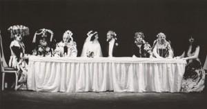 Białe małżeństwo, reżyseria Kazimierz Braun, Teatr Współczesny we Wrocławiu, aut. fot. Tadeusz Drankowski. Na zdjęciu: (w środku, od lewej) Grażyna Krukówna-Frymar, Zbigniew Górski, 1975 r.