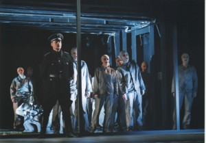 Pułapka, aut. fot.: Marek Grotowski, Opera Wrocławska, na fot.: scena zbiorowa, 2011 r.
