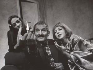 Wyszedł z domu, Teatr Polski we Wrocławiu, aut. fot.: Wojciech Plewiński. Na fot. od lewej: Halina Śmiela, Andrzej Polkowski, Krzesisława Dubielówna, 1976 r.