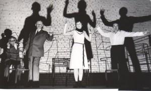 Świadkowie albo nasza mała stabilizacja, Państwowy Teatr Dolnośląski w Jeleniej Górze. Aut fot.: Stanisław Dukiewicz, na fot. od lewej: Kazimierz Błaszczyński, Tadeusz Kozłowski, Grażyna Juchniewicz, Stefan Mienicki, 1971 r.