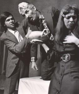 Wyszedł z domu, Teatr Polski we Wrocławiu, aut. fot.: Wojciech Plewiński. Na fot. od lewej: Jacek Dzisiewicz, Andrzej Polkowski, Halina Śmiela, 1976 r.