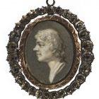 """Josef  Grassi (około 1758-1838), Tadeusz Kościuszko, koniec w. XVIII; gwasz en grisaille, kość słoniowa (2,5 x 1,9 cm, na odwrocie: """"Grassi / px""""; w ramce metalowej złoconej, wysadzanej diamentami"""