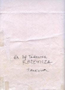 W archiwum Tadeusza Różewicza, przekazanym Działowi Dokumentów Życia Społecznego ZNiO, znalazł się wyjątkowy obiekt. To arkusz papieru formatu B1, pierwotnie włożony w antyramę, jako element dekoracyjny. Wybitny wrocławski malarz, grafik i plakacista – Jan Jaromir Aleksiun, wykorzystał go jako papier pakowy i zawiną w niego coś, co chciał przekazać poecie: dla SzP. Tadeusza RÓŻEWICZA J. Aleksiun. Tadeusz Różewicz, po otrzymaniu przesyłki, nie wyrzucił opakowania, jak uczyniłoby większość z nas. Zachował je w całości.